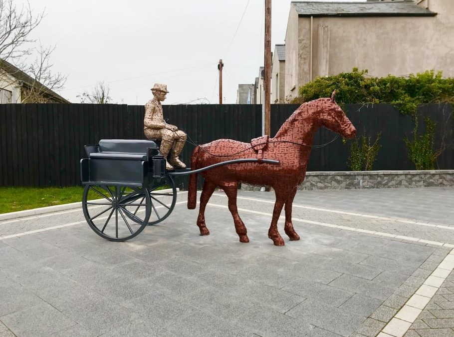 'Jaunting Car' sculpture installed in Larne